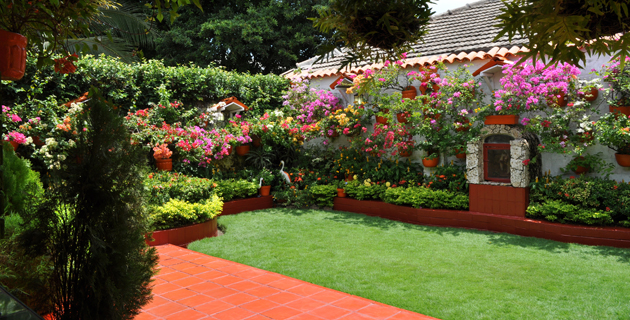 Una casa de campo en medio de la ciudad revistas for Casa y jardin revista