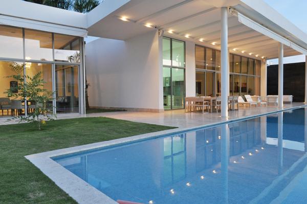 la casa de cristal una joya de la arquitectura moderna
