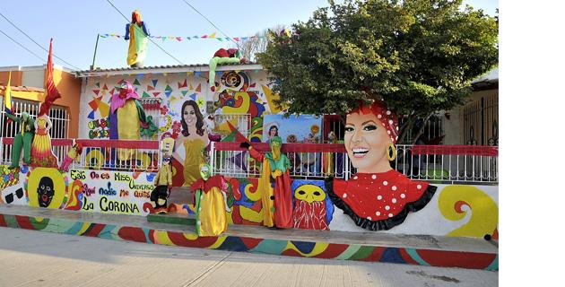 Las casas de la arenosa tambi n se visten de carnaval for Decoracion del hogar barranquilla