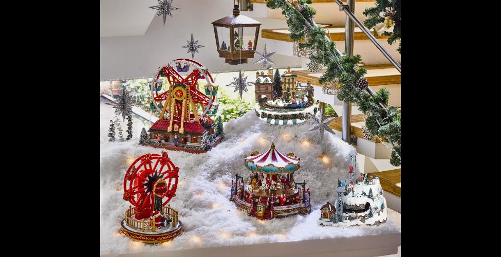 Armon a en el maximalismo de la navidad revistas for Villas navidenas de porcelana
