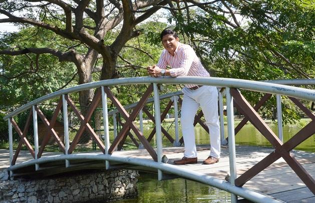 Pablo Vera Salazar en una de las zonas verdes de la Universidad del Magdalena, en Santa Marta.
