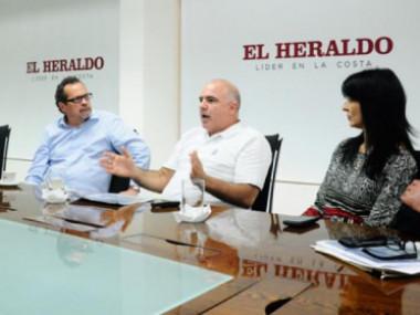 Javier Díaz, Marco Schwartz, Christian Daes, Elaine Abuchaibe y Joaquín Fernández, en la visita a EL HERALDO. Giovanny Escudero.